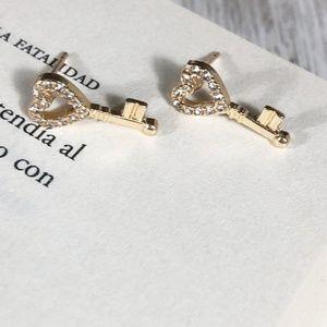 KEY DIAMOND GOLD STUD EARRINGS